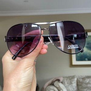 Guess womans sunglasses
